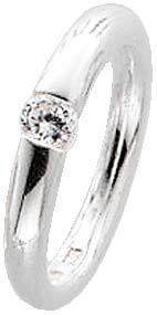 Edler Zirkonia-Ring. Funkelnder Zirkonia (ca. 4,5 mm) fein eingearbeitet in echtem Silber Sterlingsilber 925/- mit leicht nach unten verjüngenden Ringschiene, rhodiniert (Weißgoldlook) und hochglanzpoliert. Ringkopfbreite ca. 22 mm, Breite ca. 3,5 mm, Stä