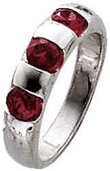 Traumhafter Ring aus echtem Silber Sterlingsilber 925/-, mit aus Granat wie Rubinen funkelnden Steinen, bei gleichbleibender Ringschiene. Ring B/H ca. 2x5mm. In den Größen 16-20mm erhältlich. Der Hitpreis aus Stuttgart! Die Nr.1 für Gold, Silber und Edels
