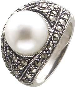 Edler Silberring mit einer synth. Perle ...