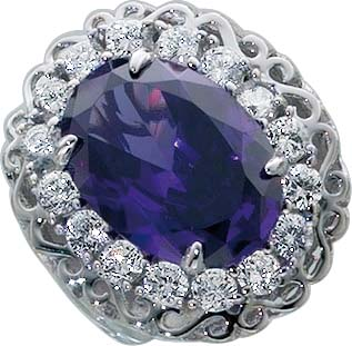 Designer-Ring aus echtem Silber Sterlingsilber 925/-, besetzt mit  einem funkelndem lila Zirkonia (ca. 19mm) eingefasst in 17 weiße funkelnde Zirkonia und hat eine leicht nach unten verjüngenden Rinschiene im absoluten Topdesign. Ringkopfbreite ca. 26 mm,